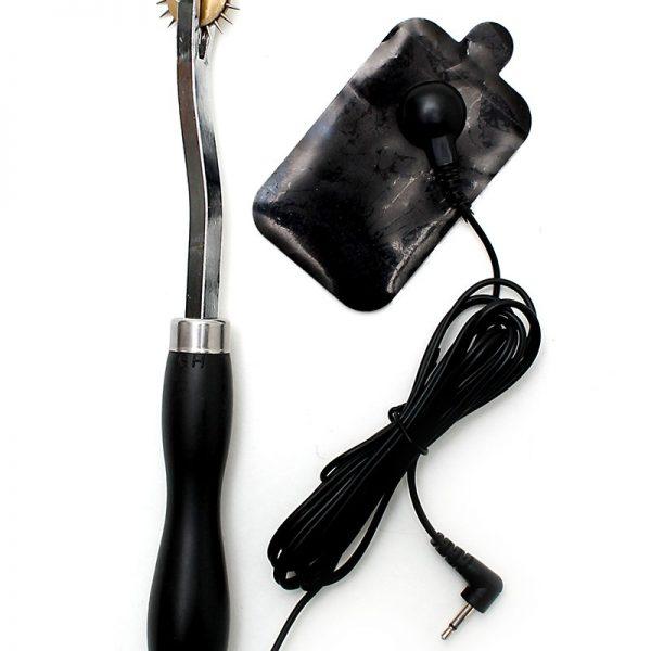 5 mm jackplug. Beide accessoires moeten verbonden zijn en moeten de menselijke huid raken om de elektriciteit rond te laten gaan om daardoor sensuele schoktherapie te creëren. Beide delen zijn unipolair.