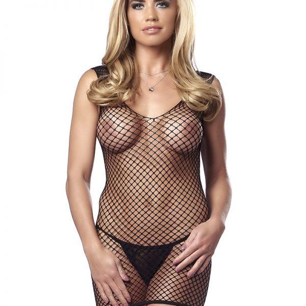 Deze fishnet jurk laat weinig over tot